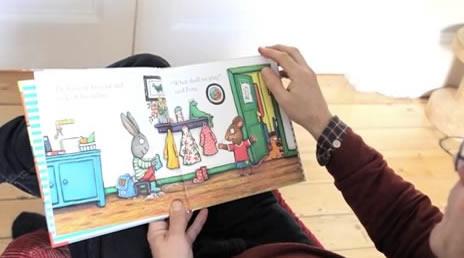"""Ο Άξελ Σέφλερ διαβάζει από το """"Τικ και Τέλα: Η Λιμνούλα"""" screen shot"""